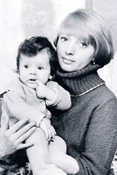 Лариса Марченко с дочерью Ниной.  / Фото: www.7days.ru
