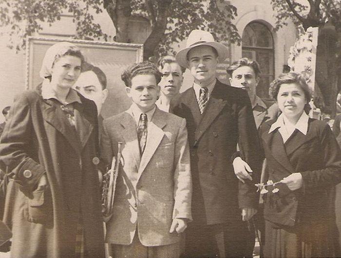 Евгений Дога с молодыми поэтами. / Фото: www.dogamusic.com