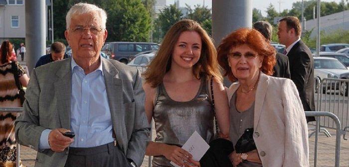 Раймонд Паулс с женой и внучкой Моникой. / Фото: www.baltnews.lv