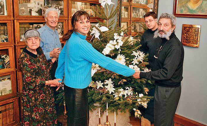 Любовь Полищук в кругу семьи. / Фото: www.7days.ru