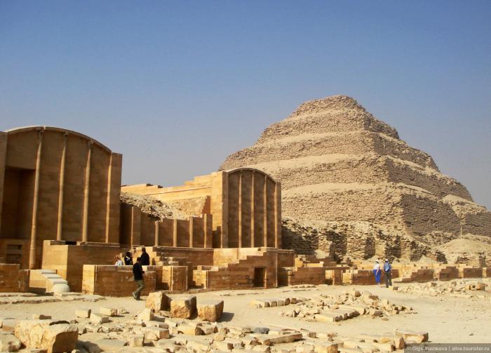 Ступенчатая пирамида Джосера в Саккаре. / Фото: www.tourister.ru