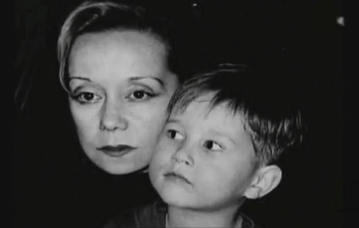 Евдокия Германова с приёмным сыном. / Фото: www.pustgovorat2017.ru