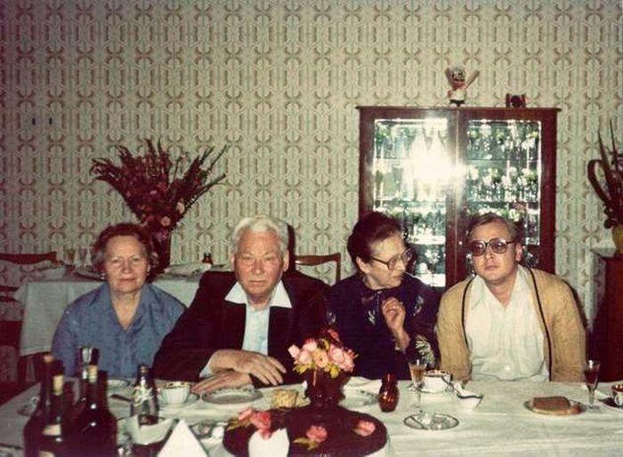 Анна Дмитриевна и Константин Устинович Черненко с сыном Владимиром и сестрой Валентиной Устиновной. 1984 год. / Фото: www.fishki.net