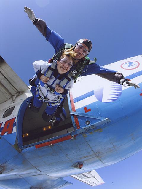 Первый прыжок с парашютом, июль 2009-го. / Фото: www.snob.ru
