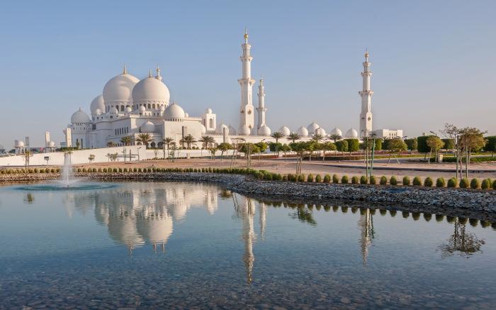 Мечеть шейха Зайда в Абу-Даби. / Фото: www.traveldigg.com