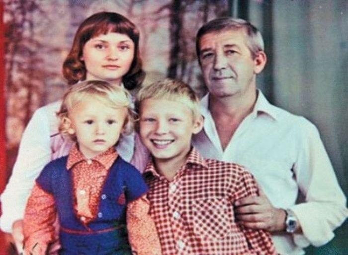 Борислав и Екатерина Брондуковы с сыновьями. / Фото: www.brondukov.ru