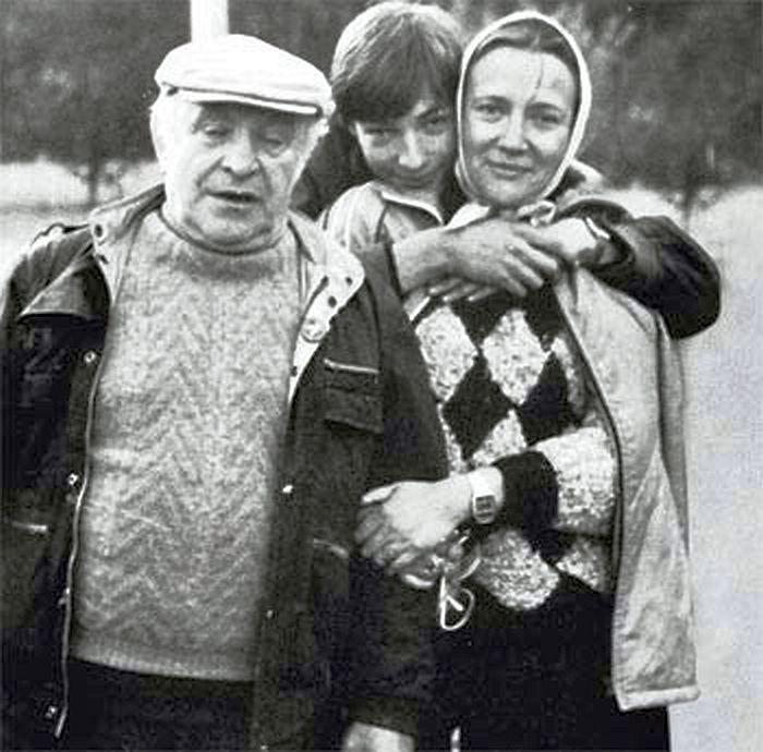Ролан Быков и Елена Санаева с сыном. / Фото: www.livejournal.com