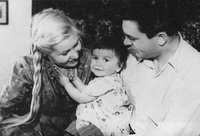 Сергей Бондарчук и Инна Макарова с дочерью Наташей. / Фото: www.kino-teatr.org