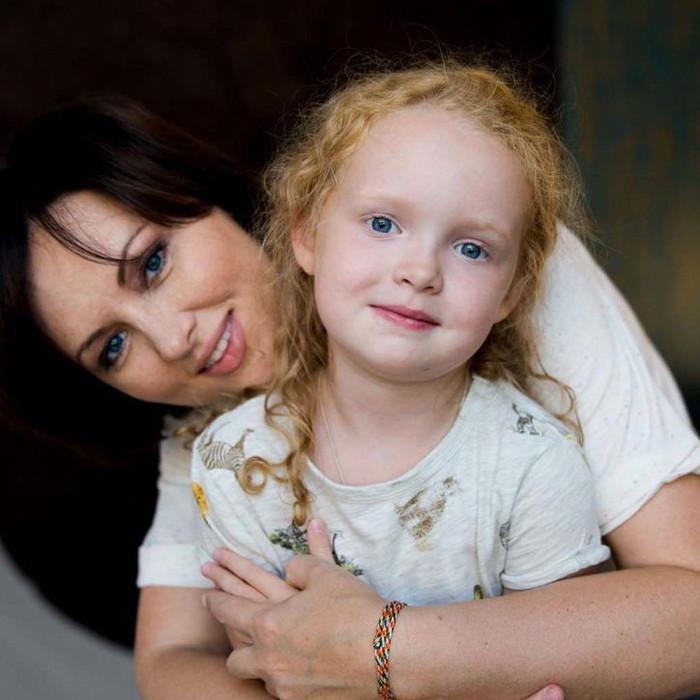 Елена Ксенофонтова с дочерью. / Фото: www.woman.ru
