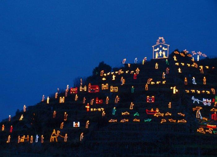 Самый большой Рождественский вертеп. / Фото: www.twimg.com