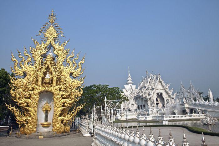 Белый храм наполнен символами, заставляющими задуматься. / Фото: www.pinimg.com
