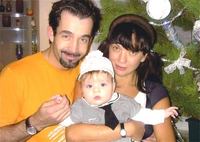 Дмитрий Певцов и Ольга Дроздова с сыном Елисеем. / Фото: www.fastpic.ru