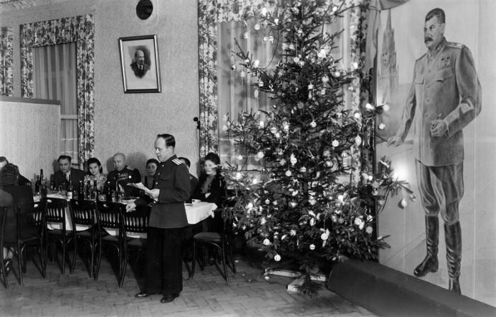 Новогодний вечер времён правления Иосифа Сталина. / Фото: www.yandex.ru