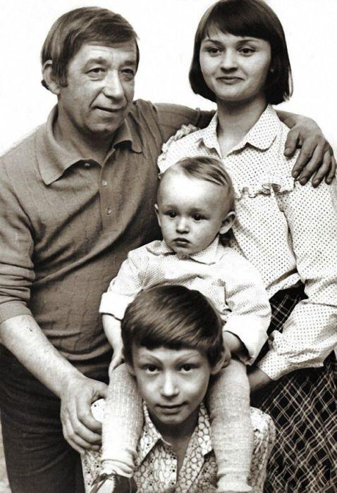 Супруги Брондуковы с детьми. / Фото: www.supercoolpics.com