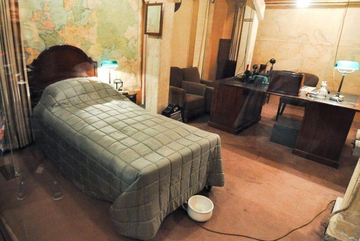 Кабинет-спальня Черчилля с ночным горшком. / Фото: www.wwii.space