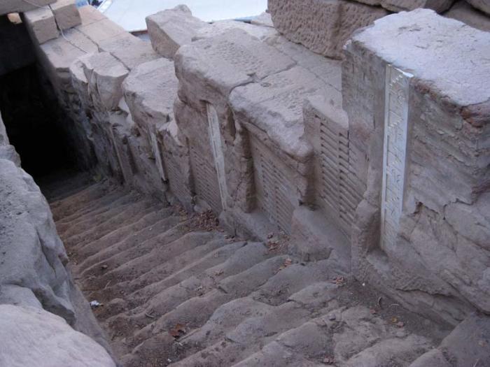 Вход в нилометр на острове Элефантина. / Фото: www.planetofdream.com