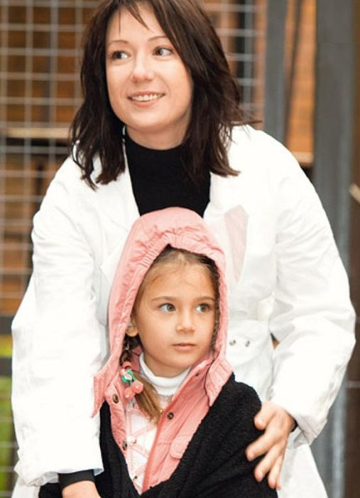 Чулпан Хаматова с дочерью Ариной. / Фото: www.7days.ru