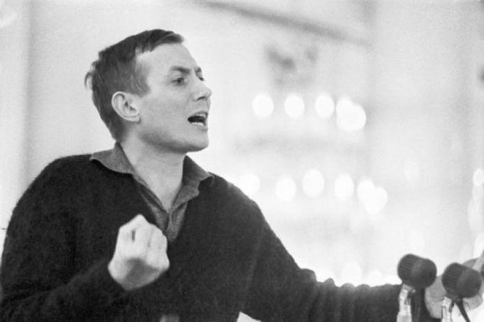 Евгений Евтушенко в молодости. / Фото: www.stihi.ru