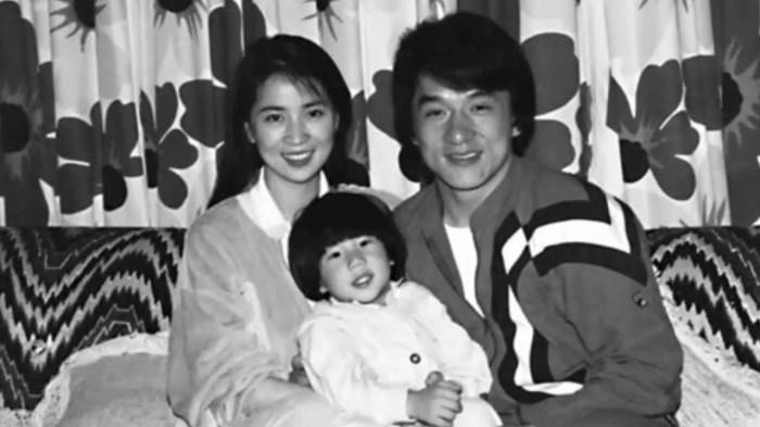 Джеки Чан с женой и сыном. / Фото: www.ytimg.com