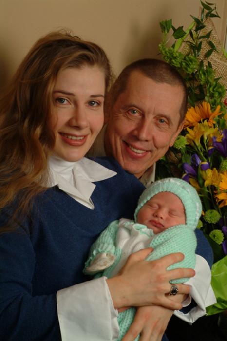 Валерий Золотухин и Ирина Линдт с сыном Ваней. / Фото: www.woman.ru