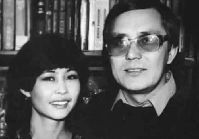Роза Рымбаева и Таскын Окапов. / Фото: www.onthe.io