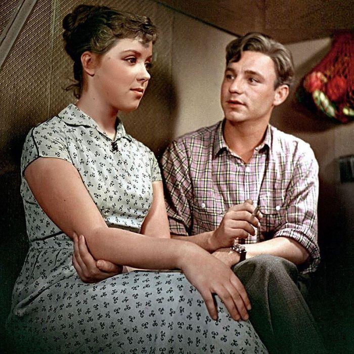 Светлана Карпинская и Николай Рыбников, кадр из фильма «Девушка без адреса», 1957. / Фото: www.7days.ru