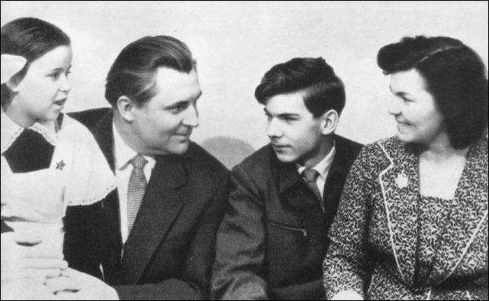 Владимир Щербицкий, его жена Ариадна Гавриловна, дочь Ольга и сын Валерий. / Фото: www.kp.ua