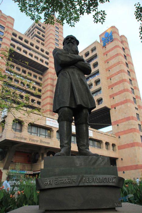 Памятник Льву Толстому в Индии. / Фото: www.vsetravel.ru