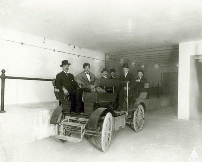 Оригинальный автомобиль Студебеккер, курсировавший по тоннелю. / Фото: www.atlasobscura.com
