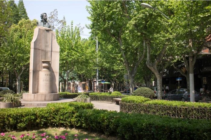 Памятник Пушкину в Шанхае. / Фото: www.wiki-turizm.ru