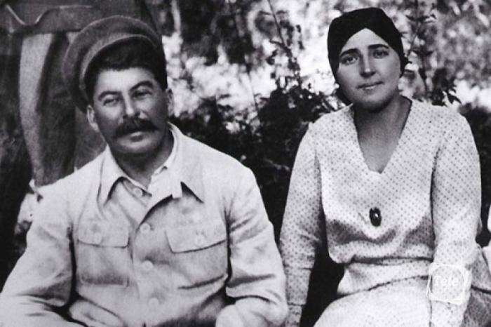 Надежда Аллилуева и Иосиф Сталин. / Фото: www.tele.ru