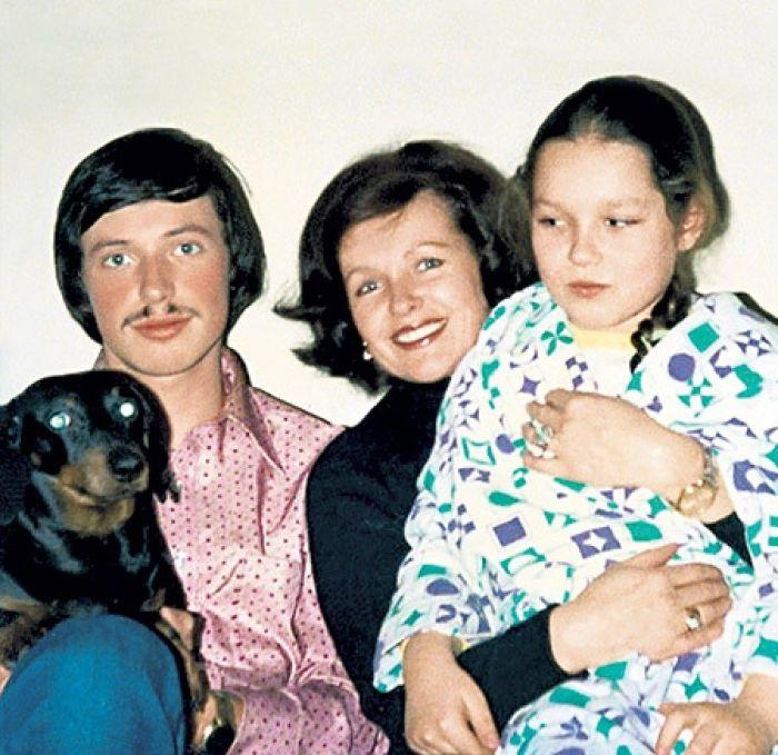 Наталья Фатеева с детьми. / Фото: www.toieto.ru