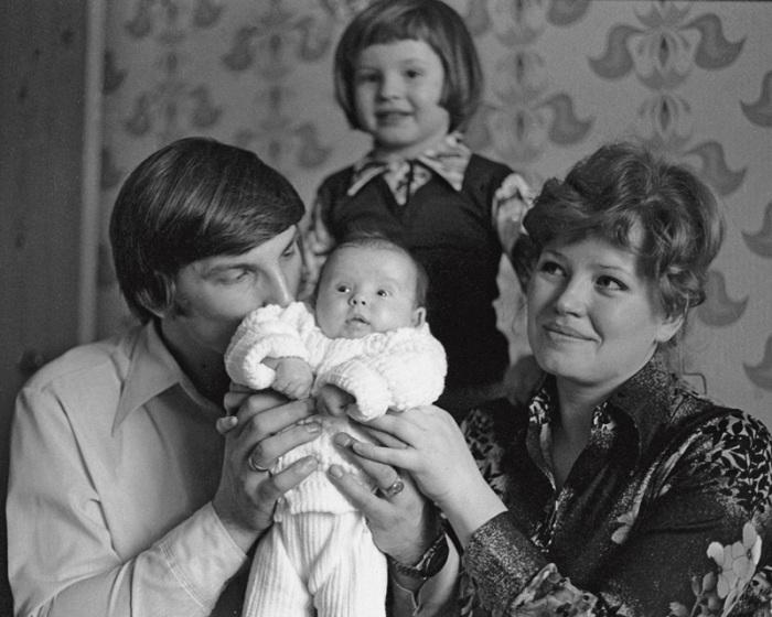В семейном кругу. / Фото: www.lenta.ru