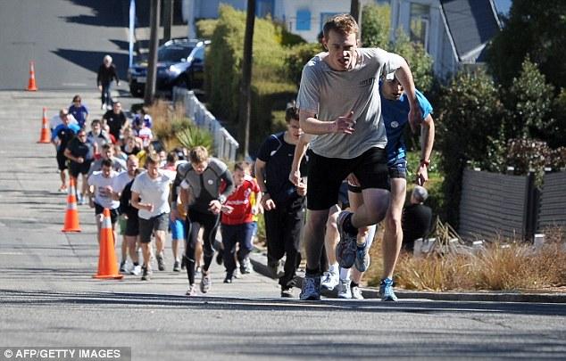 Соревнования на Болдуин-стрит. / Фото: www.dailymail.co.uk