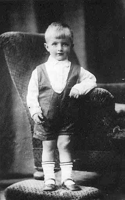 Игорь Дмитриев в детстве. / Фото: www.dmitriev2004.narod.ru