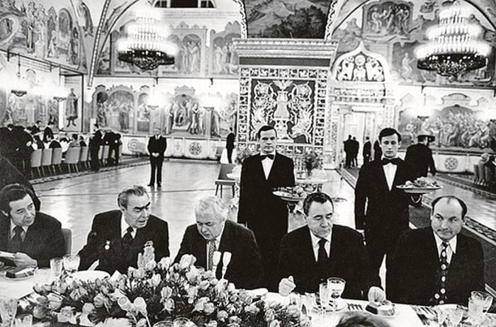 Банкет в Кремле времён Леонида Брежнева. / Фото: www.kp.ru