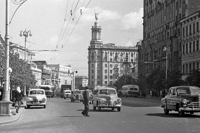 «Дом под юбкой», снимок 1955 - 1957 годов. / Фото: www.moslenta.ru