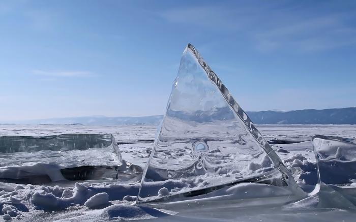 Озеро Байкал, Россия. / Фото: www.setwalls.ru