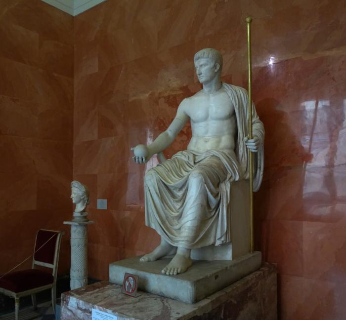 Октавиан Август в образе Юпитера. Музей Эрмитаж Фото Планета. / Фото: www.foto-planeta.com
