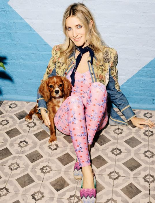 Она с удовольствием носит одежду собственной торговой марки. / Фото: www.tatler.ru