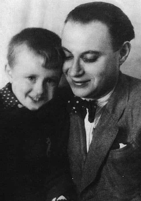 Александр Менакер с сыном. / Фото: www.mironovy.ru