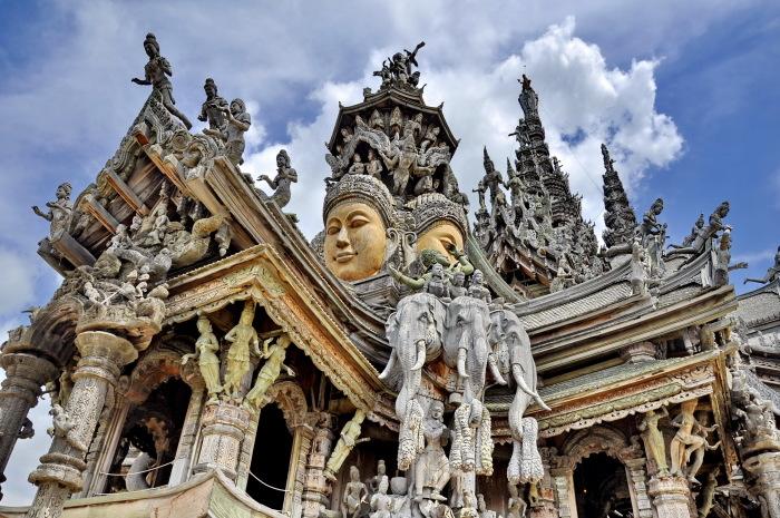 Каждая деталь Храма Истины - это тонкая работа по дереву. / Фото: www.ixbt.photo