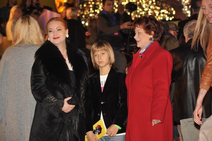 Ольга Будина с мамой и сыном. / Фото: www.woman.ru