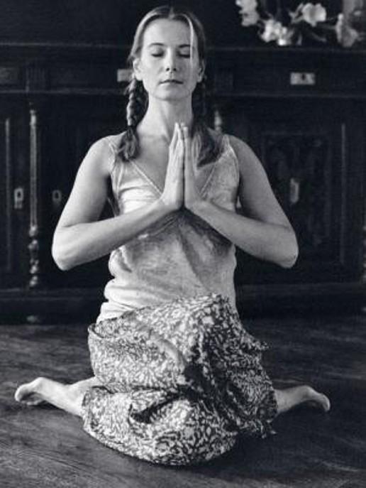 Юлия Высоцкая. / Фото: www.yoga42c.ru