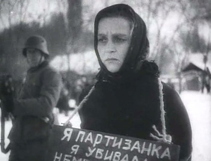 Вера Марецкая, кадр из фильма «Она защищает Родину». / Фото: www.kino-teatr.ru