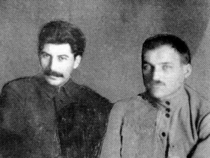 Иосиф Сталин и Фёдор Сергеев, 1920 год. / Фото: www.nstarikov.ru