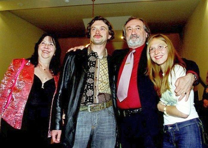 Богдан Ступка с женой, сыном Остапом и невесткой Ириной. / Фото: www.ichnosti.net