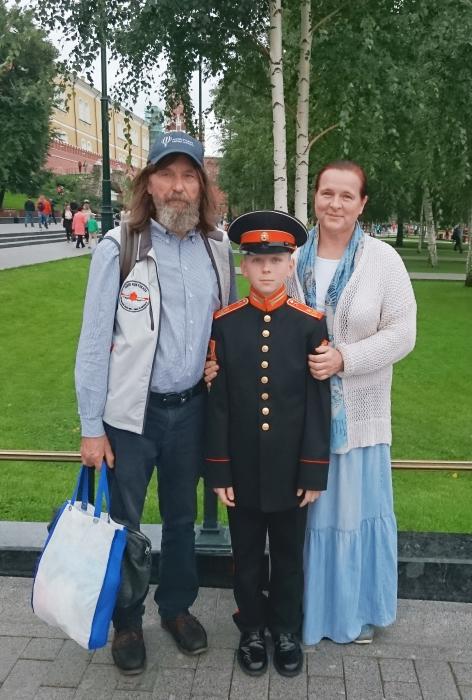 Фёдор и Ирина Конюховы с сыном-суворовцем. / Фото: www.oblgazeta.ru
