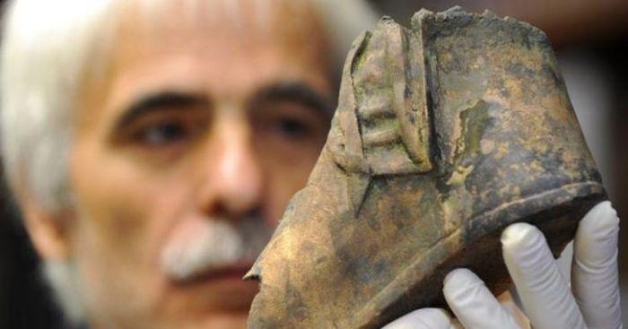 Вместе с головой лошади была найдена обувь всадника. / Фото: www.welt.de