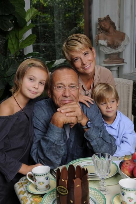 Андрей Кончаловский, Юлия Высоцкая и их дети. / Фото: www.woman.ru